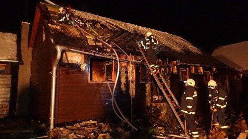 Požár chaty v Tvrdkově.