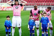 Malí hráči Slavoje Bruntál byli pozváni k zahájení utkání první fotbalové ligy mezi Olomoucí a Ml. Boleslaví.