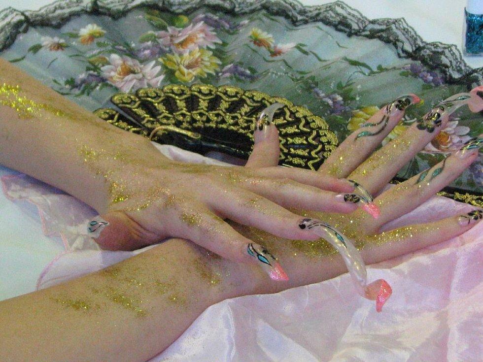 Soutěž kadeřnic a kosmetiček se nesla v duchu japonských motivů.