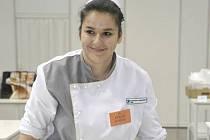 Andrea Kubalová jako studentka Střední odborné školy gastronomie a potravinářství Jeseník prokázala, že je nejzručnější pletařkou housek v Česku. Její výkon zaznamenala a zaregistrovala agentura Dobrý den z Pelhřimova.