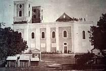 Kostel na Cvilíně vyhořel 21. srpna 1865. Bylo to krátce po vynálezu fotografie. Díky tragickému požáru vnikla vůbec nejstarší známá fotka s krnovským motivem.