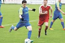David Líbař (v modrém) zastoupil na místě stopera distanovaného Vojtěcha Šustra a vedl si výborně.