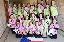 Úsměv Stonožek byl v Liberci zcela namístě. Bruntálští tanečníci přivezli hned čtrnáct zlatých medailí z Mistrovství světa a Evropy WADF pro rok 2014.