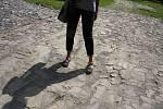 Oprava štětované cesty na Cvilín se týká úseku dlouhého 158 metrů. Posledních 20 metrů kamenné stezky těsně pod cvilínskými schody je zapsáno v seznamu kulturních památek.