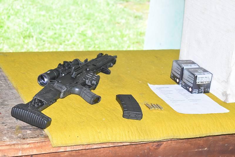 Krnované si na střelnici mohli zdarma zapůjčit a otestovat zbraně České zbrojovky.