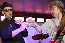 Čižina v klubu Kofola křtila svůj debut Tak to chodí. Na stejném pódiu bude křtít také své druhé album Chlapec z gruntu v sobotu 14. listopadu. Hosty Čižiny budou kapely Od podlahy a Hovězí křídla.