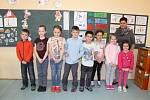 Prvňáčci ze Základní školy a Mateřské školy Razová se svou třídní učitelkou Janou Kosťovou.