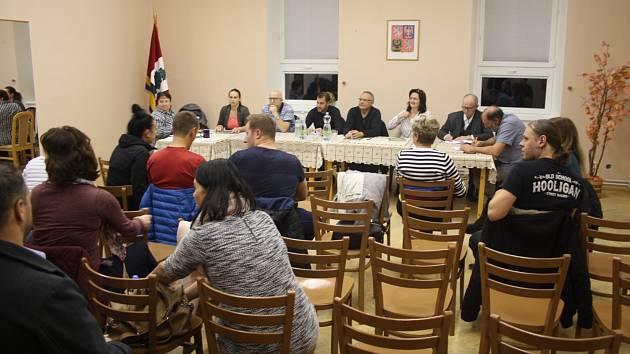 Zastupitelstvo Nových Heřminov dnes má sedm členů. Na ustavující schůzi si Heřminovští zastupitelé odhlasovali, že po příštích komunálních volbách jich bude devět. Chtějí aby Kunov měl větší šanci zvolit své zastupitele.