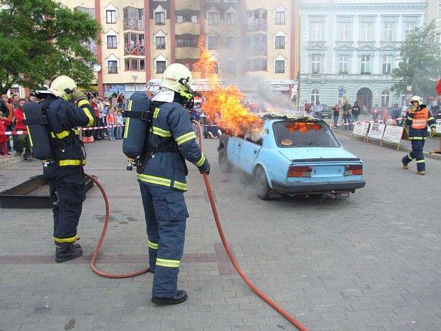 Mezi největší atrakce loňské Bambiriády patřil zásah hasičů.