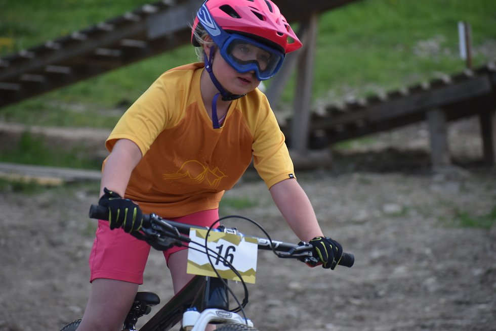 Bikepark Kopřivná v Jeseníkách pojal zahájení sezony jako zábavnou show pro celou rodinu.