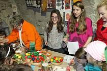 Za barevnými kraslicemi, pomlázkami, ale i kvůli velikonoční náladě přicházeli o víkendu lidé do areálu bruntálského zámku.