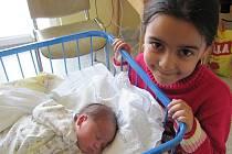 MICHAL KALEJA se narodil 21.února 2012, při narození vážil 3315 gramů a měřil 46 centimetrů, maminkou se stala Magdaléna Kalejová, na fotce  je sestřička Soňička, Opava