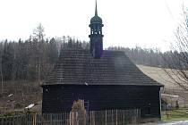 Kaple Nejsvětější Trojice v Suché Rudné dostala novou střechu, opravilo se zdivo i interiér. Jak vypadá po ranovaci zevnitř zjistí návštěvníci dnešního koncertu.
