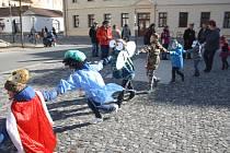 Krnov si užil masopustní veselí ve středu, další obce připravují tuto lidovou tradici na sobotu.