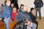 Trojici polských vyděraček a zlodějek, které lezly do domů invalidům a seniorům od Trutnovska po Opavsko vyměřil bruntálský soud tvrdé, několikaleté tresty odnětí svobody. K tomu je na mnoho let vyhostil z České republiky.