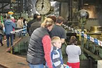 Hliníkáři ze společnosti AL INVEST nechali v sobotu nakouknout do provozů své fabriky v Břidličné.
