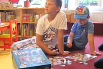 Knihovna nabízí k zapůjčení jak hry pro dospělé, tak i pro děti. Ve středu si již první hráči zahráli oblíbenou hru Farmář.