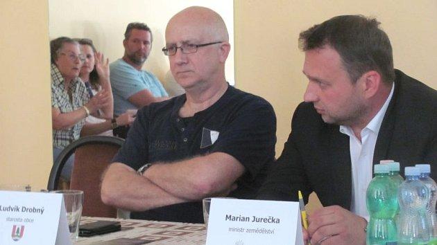 Marian Jurečka (vpravo) a starosta Heřminov Ludvík Drobný (vlevo).