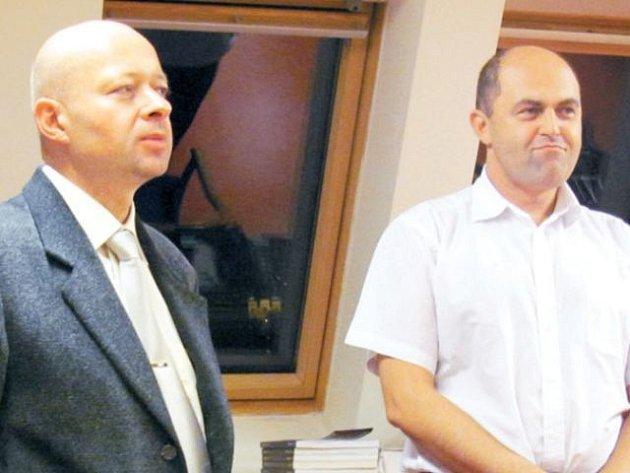 Libor Martinek (vlevo) představil v krnovské knihovně Richarda Neugebauera (vpravo), autora povídky Všeobecná omluva.