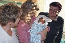 Prvním občanem Krnova narozeným v roce 2012 se stal Filípek Slezák. V náručí ho drží maminka Zuzana, z jedné strany přihlíží babička, ze druhé starostka.