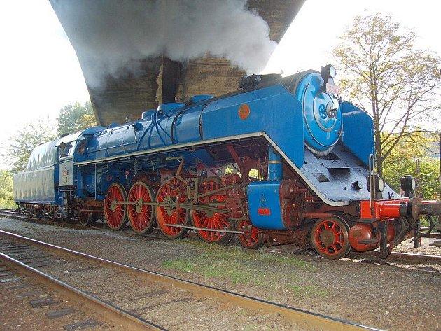 Albatros, neboli škodovácká lokomotiva řady 498.022, je považován za vrchol celé éry československých parních lokomotiv. V neděli k nám přijede Albatros společně s další mohutnou a rychlou parní lokomotivou – Zeleným Antonem.