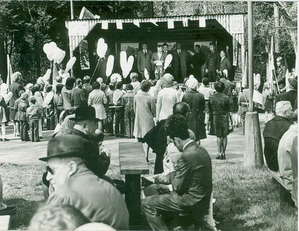 První máj 1965 se slavil nejen v Krnově, ale také v Úvalně na Strážišti. Ilustrační foto.
