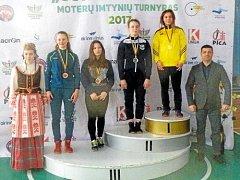 Krnovská zápasnice Anna Michalcová (ve žlutém) je obrovským talentem, také proto jako žákyně závodí v reprezentaci za kadetky.