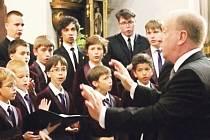 Náročné sólové party v Requiem W. A. Mozarta zazpívají chlapci z Poznaňského chlapeckého sboru.¨