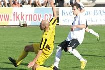 Krnovští nevstřelili ve Vendryni gól, nepomohlo ani vysunutí Jana Zelníka (vlevo) na hrot.