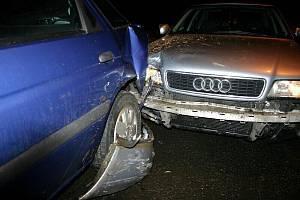Nehoda, která údajně vznikla kvůli neposlušnému psovi, se stala v úterý 11. ledna v Krnově. Řidiči nevadilo, že nemá řidičské oprávnění, ani že je opilý, ale pes ho vyplašil natolik, že půjčené Audi naboural do zaparkovaného fordu.