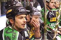 Střídačka hornobenešovských hokejistů už při poslední třetině jen s klidem sledovala, jak se jejich tým blíží vítězně do finále.