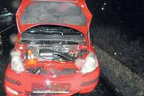 Auto, jehož řidička se před jízdou posilnila alkoholem, které řídila opilá žena, havarovalo na rovné cestě.