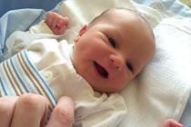 Jmenuji se HONZÍK COUFAL, narodil jsem se 5. června, při narození jsem vážil 3350 gramů a měřil 49 centimetrů. Moje maminka se jmenuje Petra Žmolíková a můj tatínek se jmenuje Jakub Coufal. Bydlíme v Krnově.