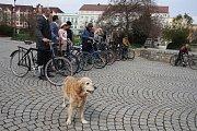 Jízda na starožitných kolech si našla fanoušky také v Krnově.