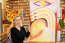 Renata Charousková se věnuje volné tvorbě v oblasti malířství, grafiky a keramiky.