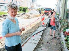 I když květinářka a prodejkyně knih Iveta Ovčačíková kvůli rekonstrukci náměstí Míru a jeho okolí přichází o část tržeb, na novou podobu Radniční ulice se velmi těší.