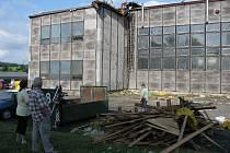 Sportovní hala na Zeyerové ulici v Bruntále. Fotografie z oprav střechy.