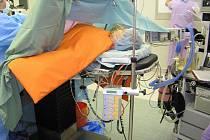 Ohřívací systém pacientů rozšířil vybavení krnovské nemocnice. Operované osoby by již neměla ohrožovat hypotermie.