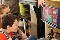 Tomáš Kramný je mladý muž, který kvůli svému postižení potřeboval nákladné vybavení pro komunikaci očima. Získal ho díky sbírce Dobré srdce Krnova.
