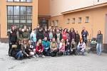 Přibližně čtyři desítky studentů Střední škola dopravy a cestovního ruchu v Krnově se přidaly k dnešní celostátní výstražné stávce studentů.
