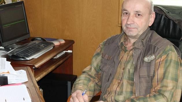 Miroslav Jelen, starosta Nové Pláně, má za to, že lidé volí v Křišťanovicích spíš levici kvůli nedostatku pracovních příležitostí. Sám volí pravici.