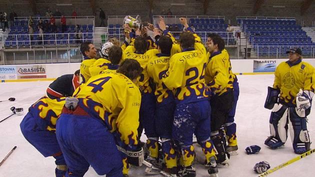 Radost číšila z krnovských hokejistů po drtivém vítězství nad agresivní Kopřivnicí. Ostatně měli k tomu patřičný důvod.