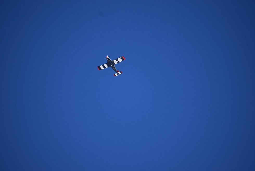 Na Pradědu byl mráz čtrnáct stupňů pod nulou, když se Deník vydal zkontrolovat hustotu leteckého provozu. Během hodiny se na nebi objevilo pět horkovzdušných balonů,  paraglidista, vrtulník i letouny Cessna a Zlín.