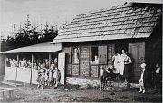 Výletní chata dnes známá jako Sokolka je také zachycená na archivních fotografiích, které představuje výstava Jak se žilo na Vrbensku.