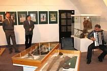 Zahájení výstavy k výročí osvobození proběhlo na zámku stylově – s harmonikou.
