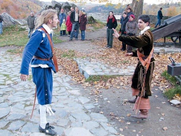 Ani při ukončení letošní návštěvnické sezony nesmí na Sovinci chybět rytířské souboje.