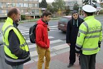 Střed města, Květná, Nádražní, Uhlířská, Staroměstská a Zeyerova ulice v Bruntále byly tři hodiny dopoledne v obležení policistů, kteří spolu s BESIPem dohlíželi na bezpečný pohyb chodců a cyklistů.