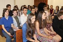 Bruntálští gymnazisté pokládali bruntálské soudkyni Vladimíře Kikerlové otázky přímo po hlavním líčení v jednací místnosti.