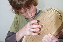 Kantela či Kantele je zvláštní strunný nástroj, který je laděný tak, že na něj dokáže obstojně zahrát i začátečník bez hudebního vzdělání.