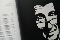 Andrej Babiš v roce 2016 v Krnově zdarma rozdával knihu rozhovorů O Babišovi bez Babiše. V knize, kterou vydalo nakladatelství Agrofert, majitel Kofoly Jannis Samaras popisuje svůj vztah k Andreji Babišovi. Nedávno Samaras ukončil sponzoring a členství v